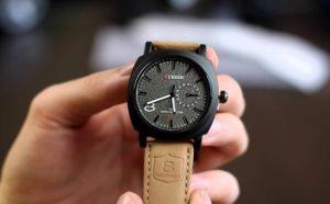 8bb549a0 В современном мире высоких технологий такая вещь, как наручные часы,  кажется, уже давно должна была бы устареть. Зачем носить прибор на руке,  если в кармане ...